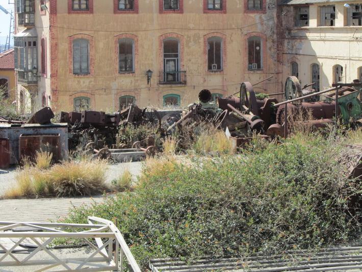 Los vecinos desalojados próximos a la Fábrica del Pilar vuelven a sus casas