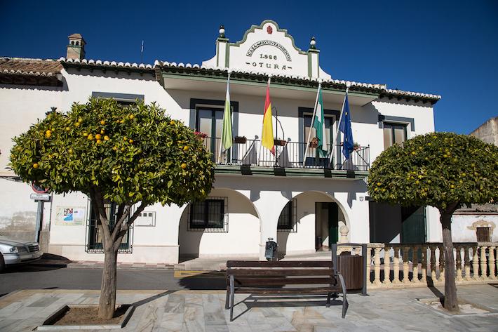 El Ayuntamiento de Otura convoca una reunión urgente con sus vecinos para explicar la grave situación financiera del municipio