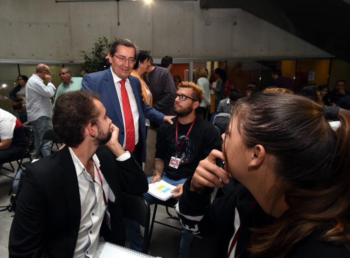 Más de 30 jóvenes granadinos se convierten en diputados provinciales por un día