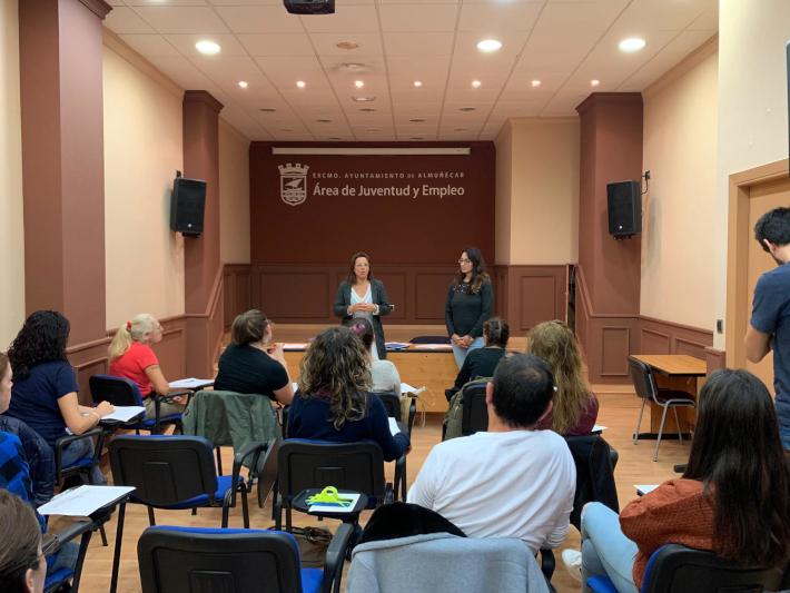 El Ayuntamiento de Almuñécar pone en marcha un  curso de inglés de atención al público