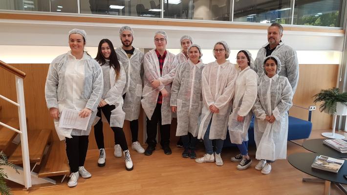 Alumnos de FP de Gestión Administrativa visitan las instalaciones de Frutas Manzano en Salobreña