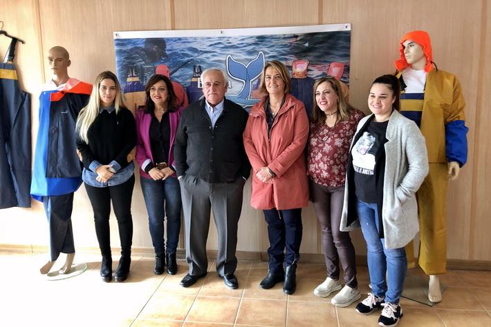 La alcaldesa de Motril visita uno de los proyectos financiados con fondos europeos a través del grupo local de pesca.