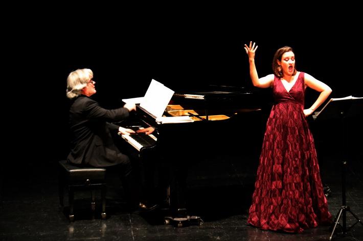 Bello concierto de piano y canto en Almuñécar, protagonizado por la soprano María Jesús García y el pianista José Ramón Cámara