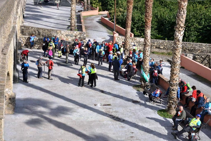 Un centenar de senderistas participaron en  la X Travesía Popular de Montaña Costa Tropical celebrada por Almuñécar