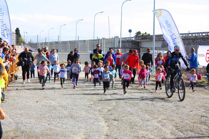 El Cross Escolar Villa de Salobreña rompe su récord de participación y alcanza los 600 participantes