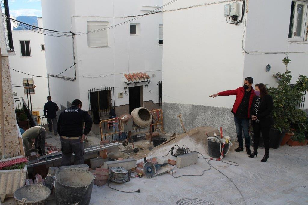 Salobreña lleva a cabo la remodelación de la calle Guadix para mejorar la accesibilidad al Centro histórico