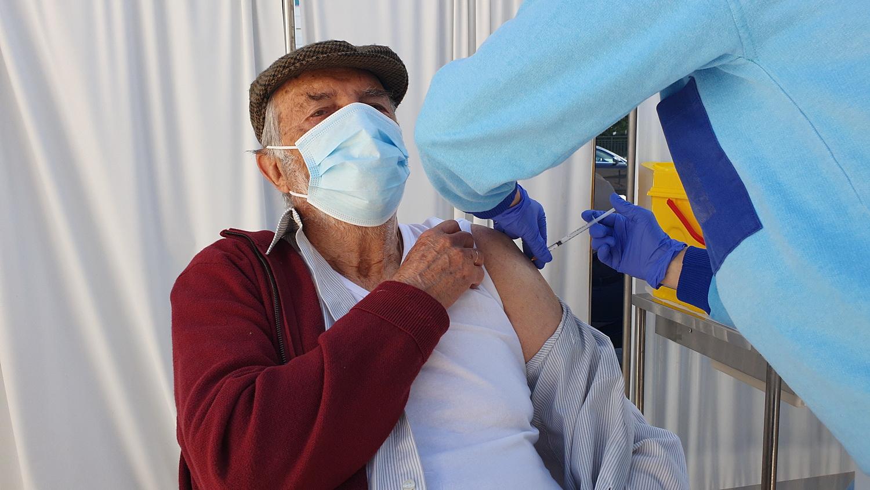 Los mayores de 80 años de Almuñécar ya están recibiendo desde hoy la primera dosis de la vacuna contra el COVID19