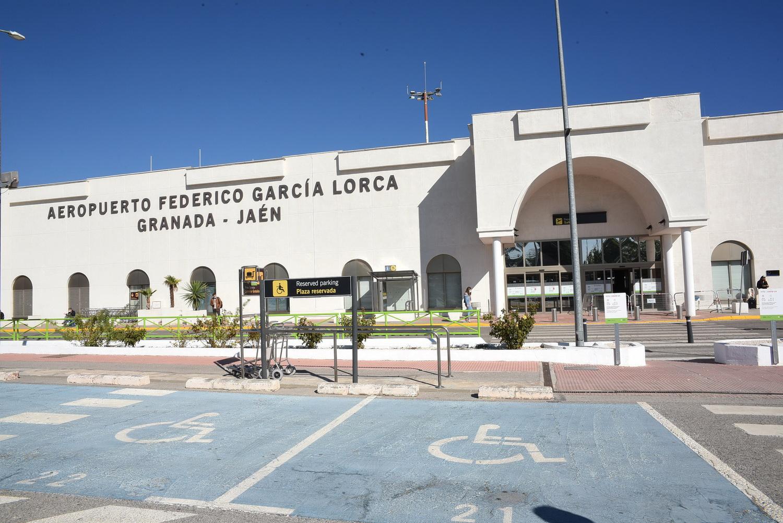 Diputación felicita a Aena por los premios europeos conseguidos por el Aeropuerto de Granada