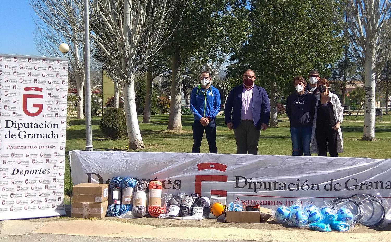 Diputación entrega material deportivo a dos asociaciones de personas con discapacidad de la provincia