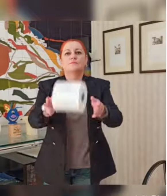 La alcaldesa de Salobreña se une a la campaña del Día Mundial del Cáncer de Colon 'Te suelto el rollo'
