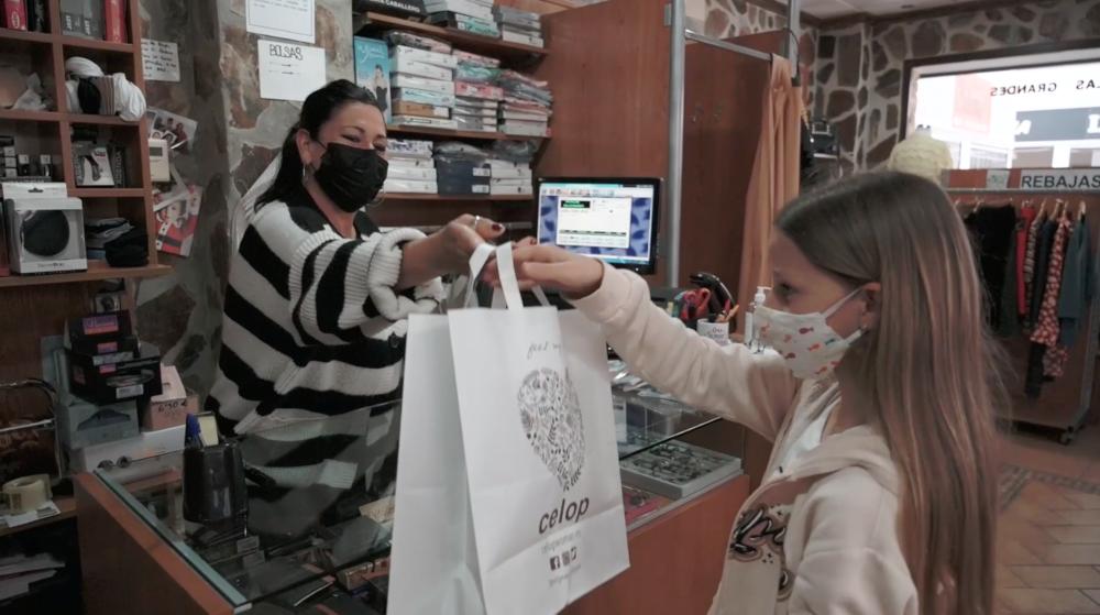 La campaña 'Díselo en Herradureño' promueve las compras en el comercio local para el Día de la Madre