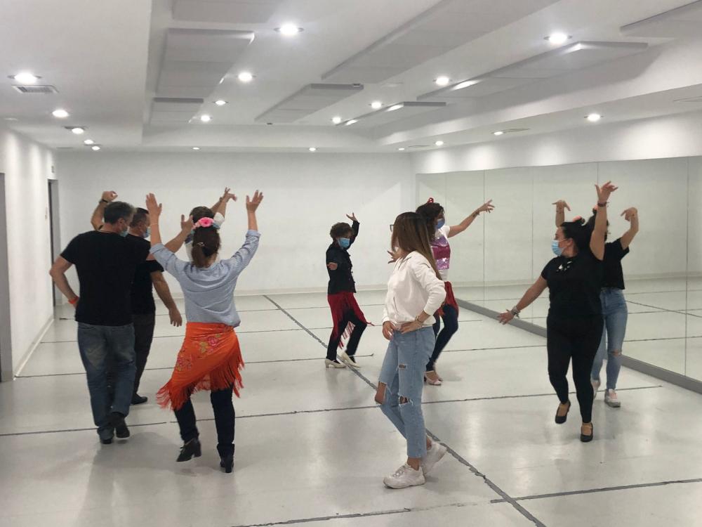Clausurado el Taller de Sevillanas que se ha impartido en la Escuela Municipal  de Música,  Danza y Teatro de Almuñécar y Aromar