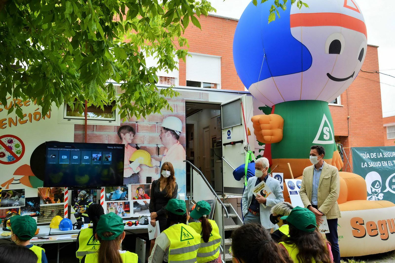 El 'Autobús de la Prevención' rinde un homenaje a los centros educativos de Granada por sus buenas prácticas frente a la Covid