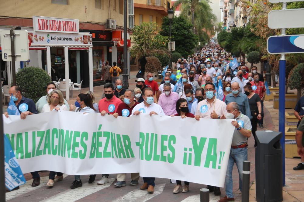 Varios miles de personas vuelven a reivindicar en Almuñécar las canalizaciones de Béznar-Rules