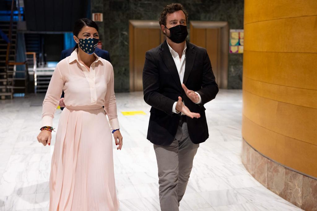 Espinosa y Olona, en Granada: 'No queremos ser un país de parados ni de parásitos, sino un país con un sector turístico fuerte'