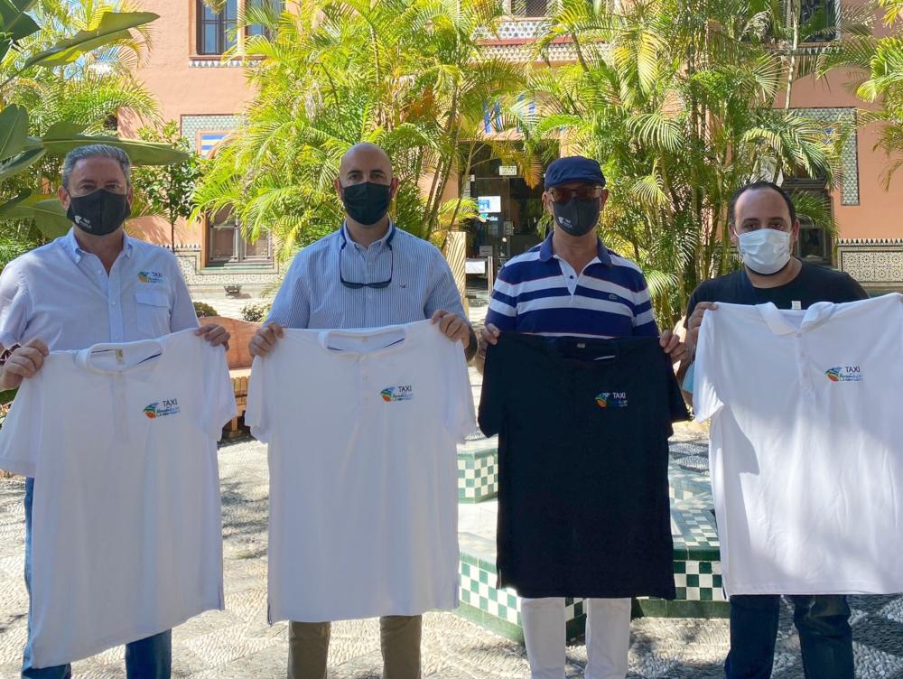 Los taxistas de Almuñécar ya lucen nuevo uniforme patrocinado por el Patronato de Turismo