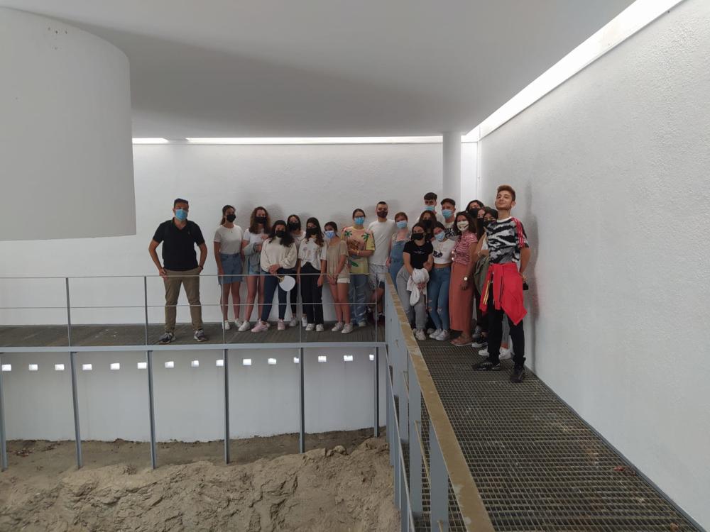 El patrimonio histórico de Almuñécar se difunde entre los estudiantes a través de visitas guiadas