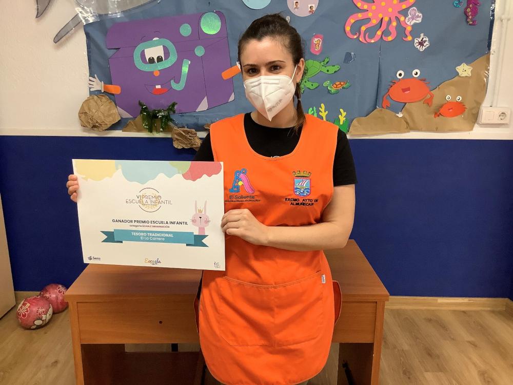 La educadora infantil de Almuñécar Ángela Aragón Joya galardonada con uno de los VI Premios 'Revista Infantil'