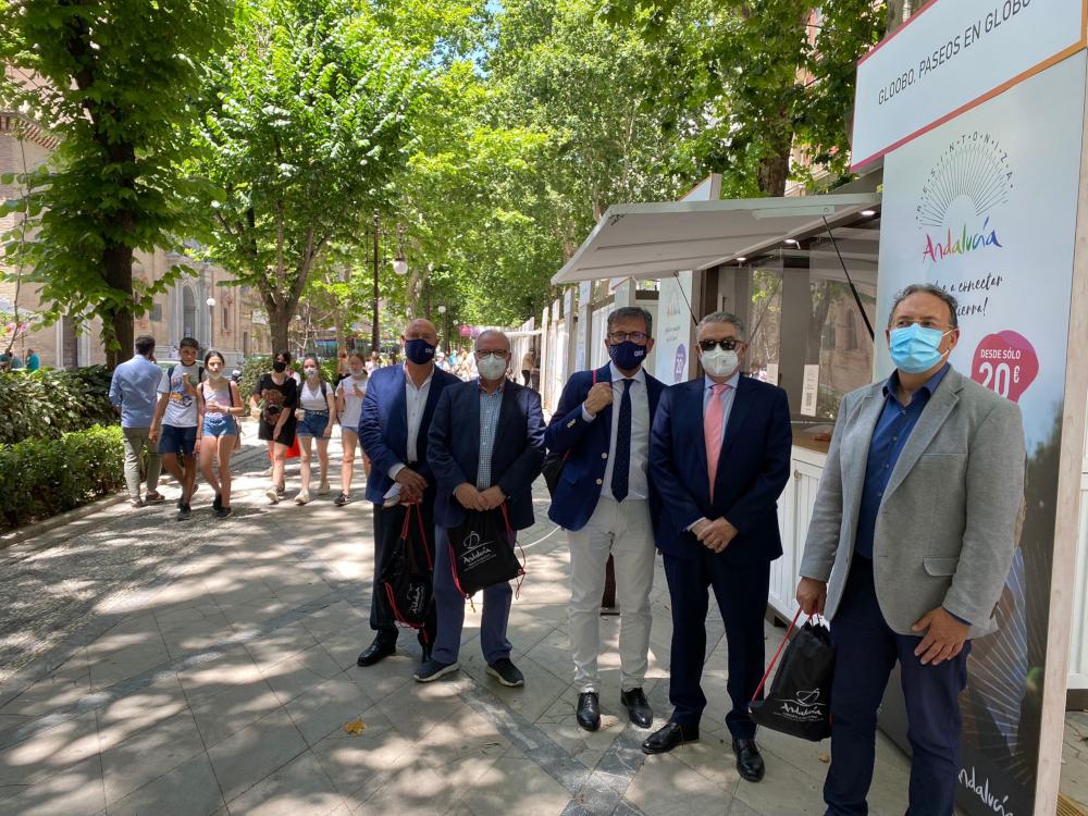 La Junta promociona la oferta granadina en una acción itinerante que recorre Andalucía
