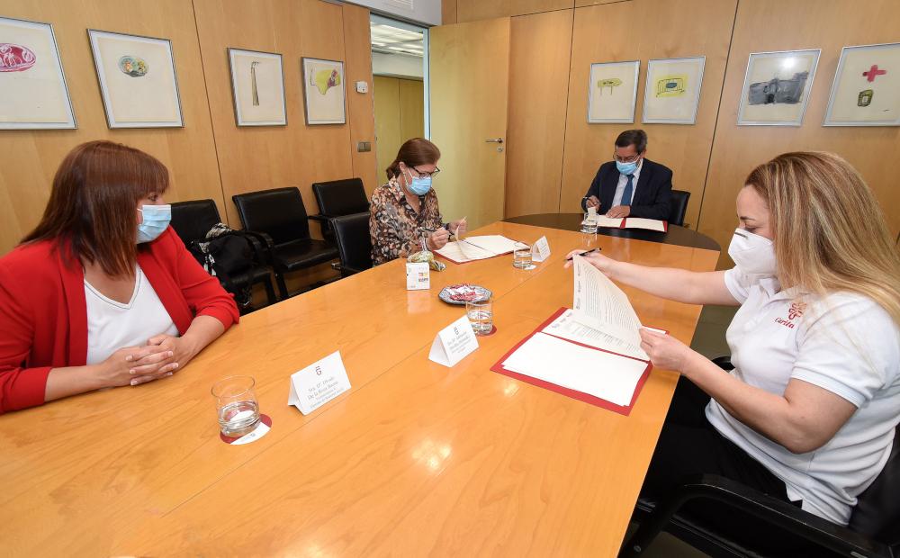 Diputación eleva a 50.000 euros su aportación con Cáritas para atender situaciones de necesidad en la provincia