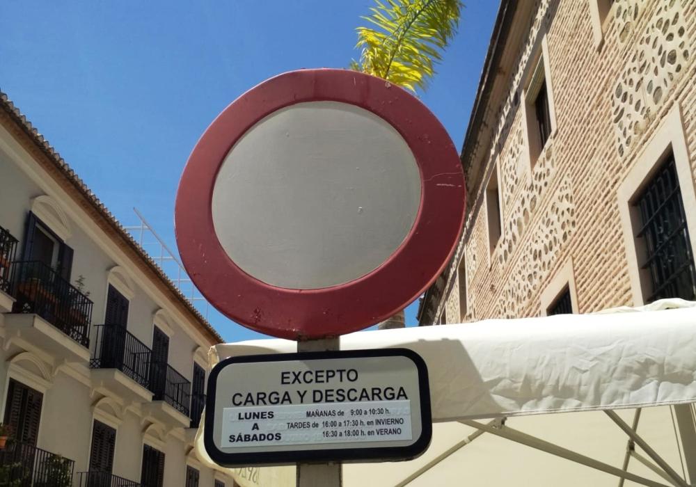 Este lunes entra en vigor la regulación por cámara del acceso de vehículos a Puerta de Granada y la plaza de la Constitución