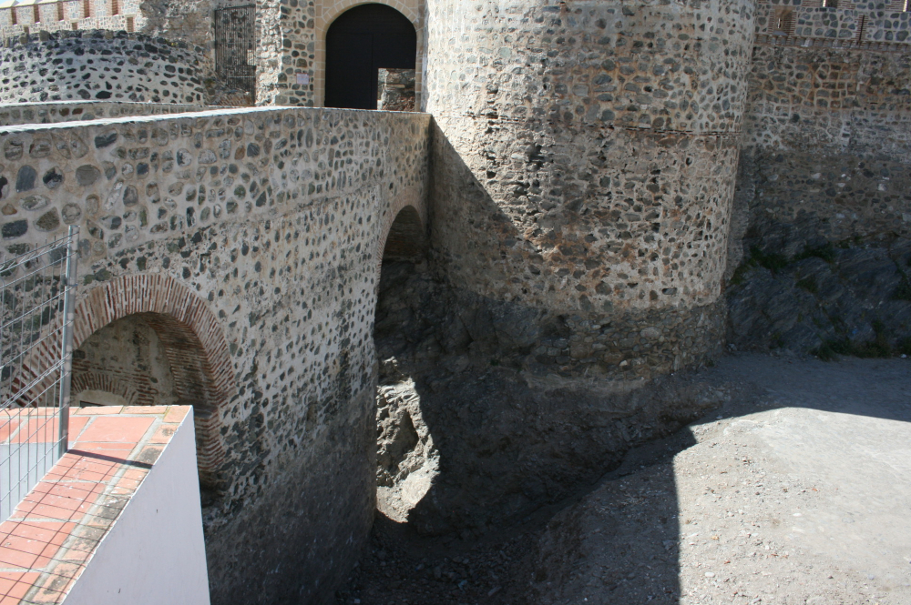 Ayuntamiento de Almuñécar y CSIC firman un convenio para la restauración de las zonas Norte y Este del Castillo de San Miguel