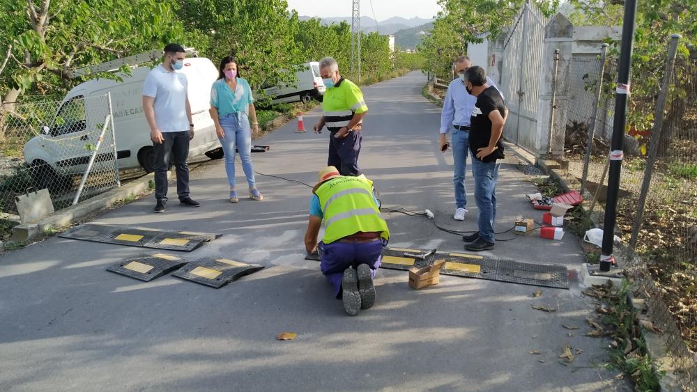 Unas nuevas bandas reductoras controlarán la velocidad en el Camino de la Vega de Río Verde