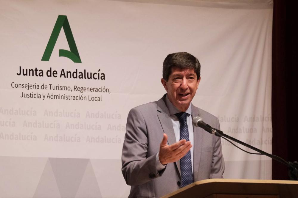 Marín anuncia que la Junta aplazará dos años la deuda de los ayuntamientos con la administración andaluza