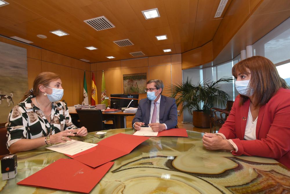 Diputación y Cruz Roja formarán en nuevas tecnologías a mayores de la provincia en situación de soledad
