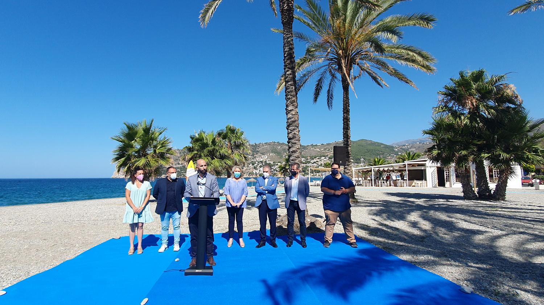 Satisfacción en el gobierno de Almuñécar por el izado de banderas azules que definen la excelencia turística del municipio.