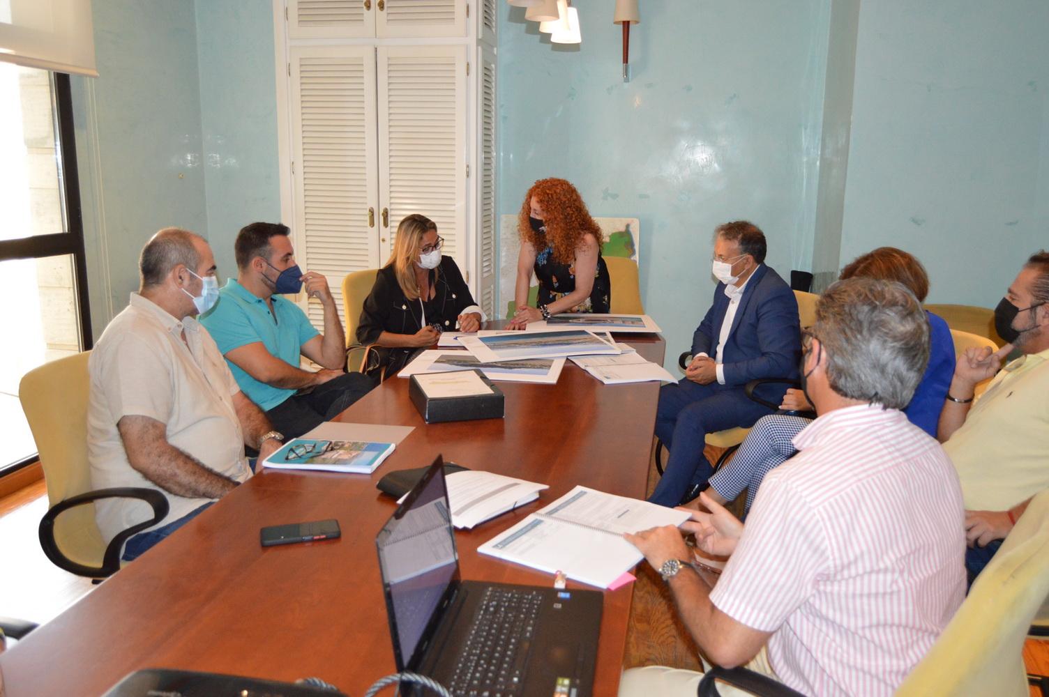 La directora general de Turismo de la Junta ve viable la declaración de Salobreña como
