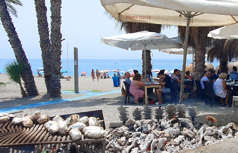 Las playas de la Costa Tropical se llenan durante el primer fin de semana de septiembre
