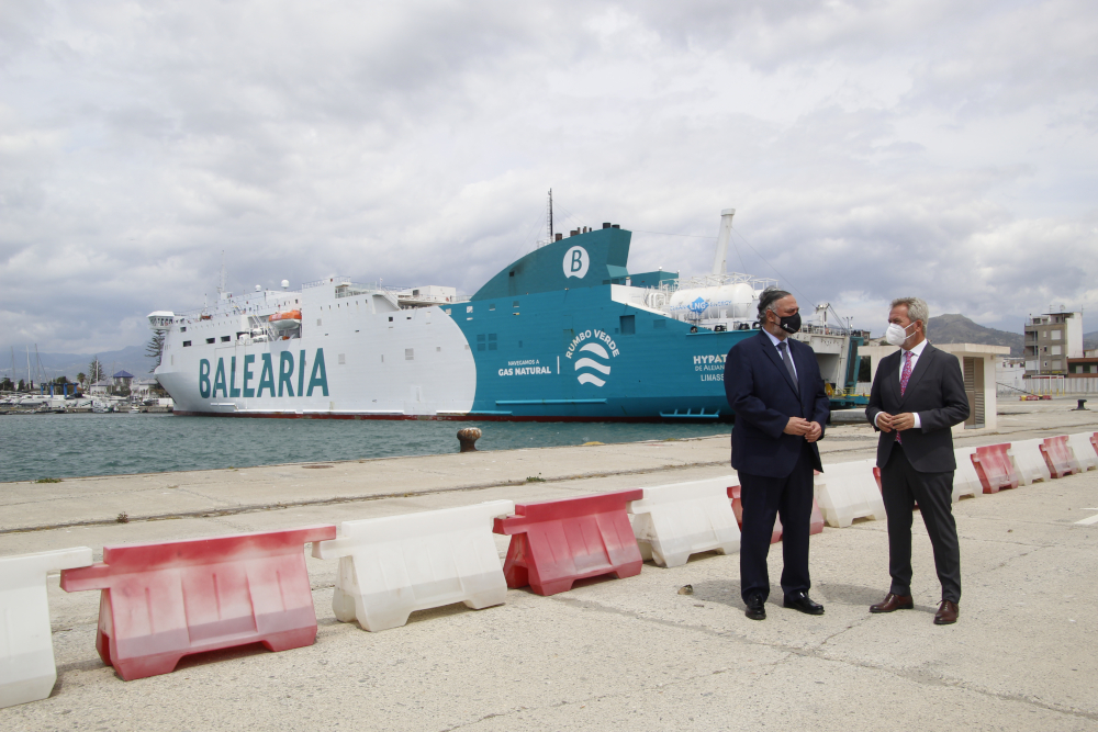 El Puerto de Motril realiza 54 operaciones y suministra 2.700 toneladas de Gas Natural Licuado desde la llegada de Balearia