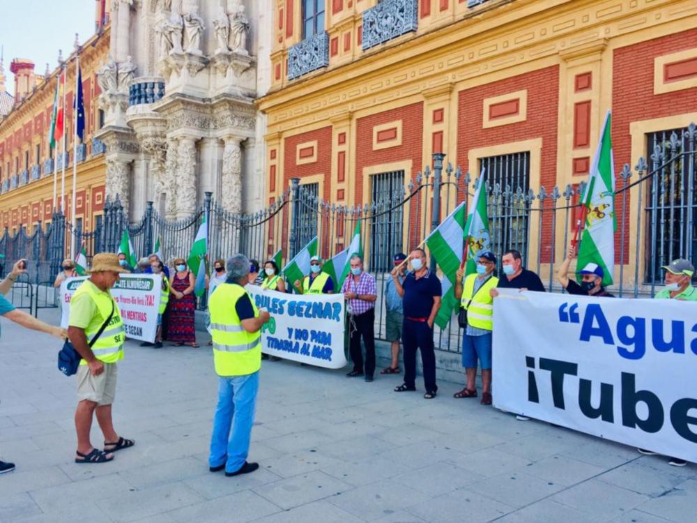 Agricultores de Almuñécar se concentrarán este miércoles en Madrid para exigir las canalizaciones de Rules