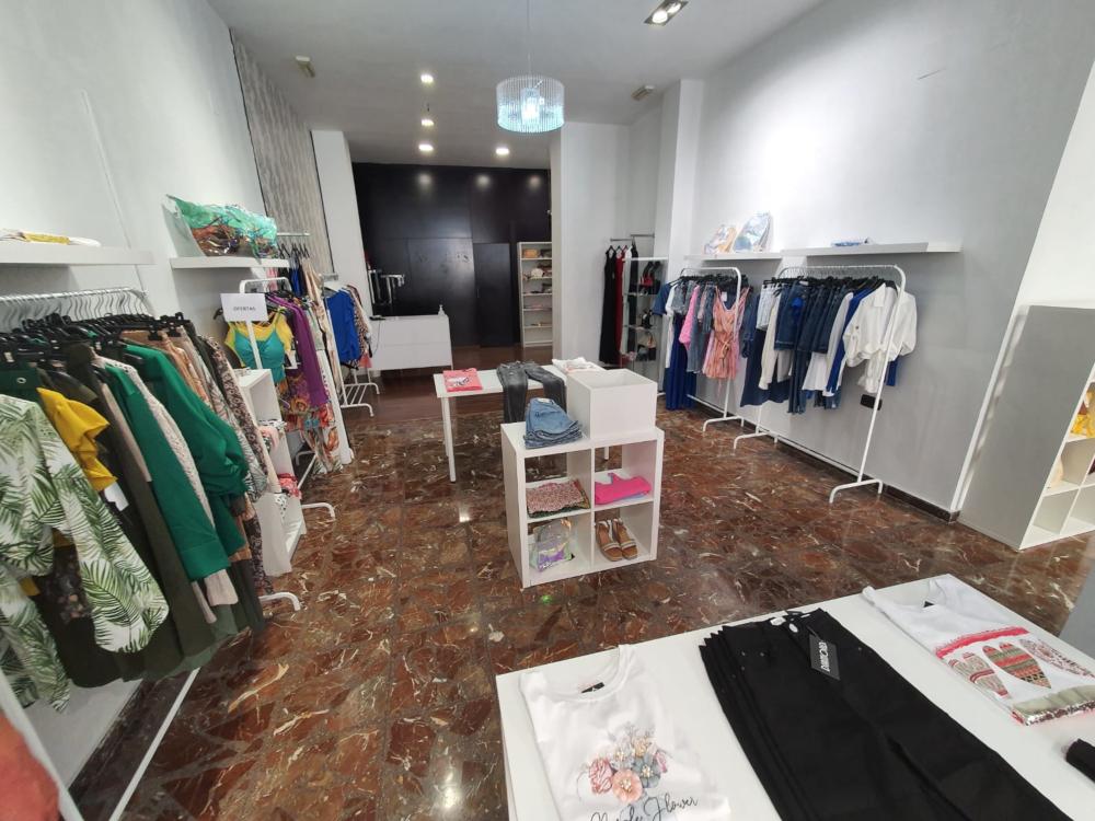 La apertura de 'Diamond' aumenta el número de comercios en el centro de Motril
