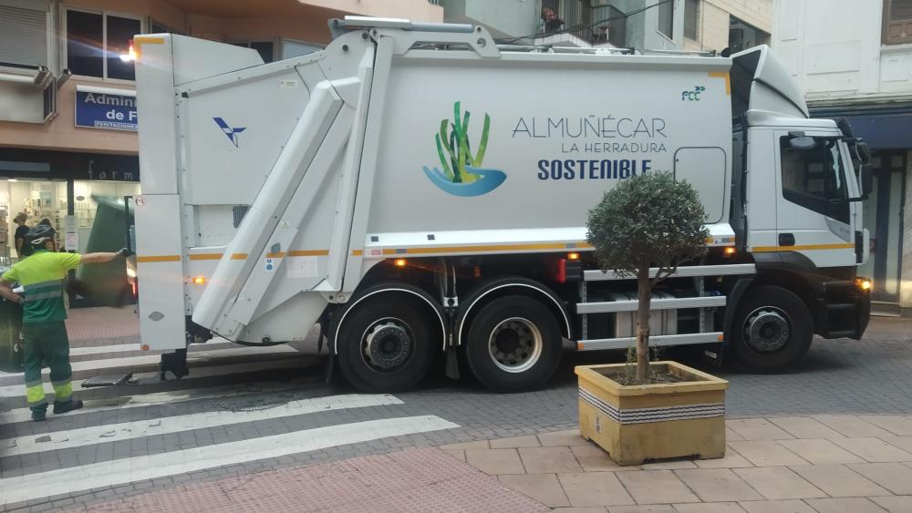 A partir del lunes la recogida de basura en Almuñécar vuelve a ser a las 20.00 horas