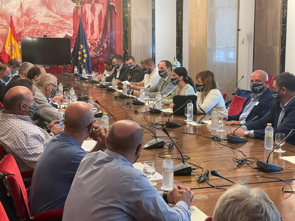 """Macarena Olona: """"La Costa de Granada clama por la finalización las conducciones de Béznar-Rules y la protección de su litoral"""