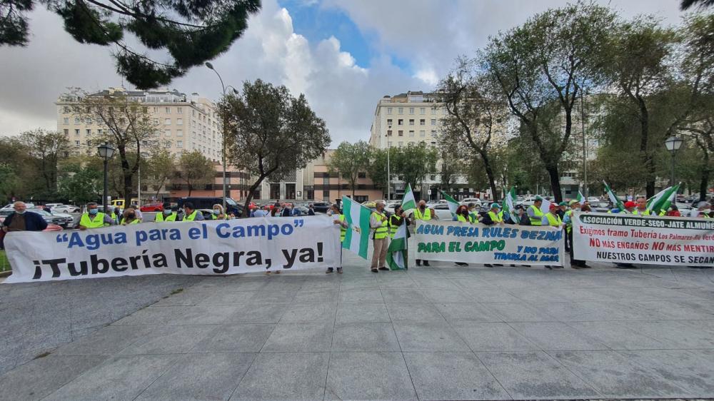 Regantes de la Asociación Verde, Seco, Jate piden en Madrid la construcción de las canalización de Rules con trámite de urgencia