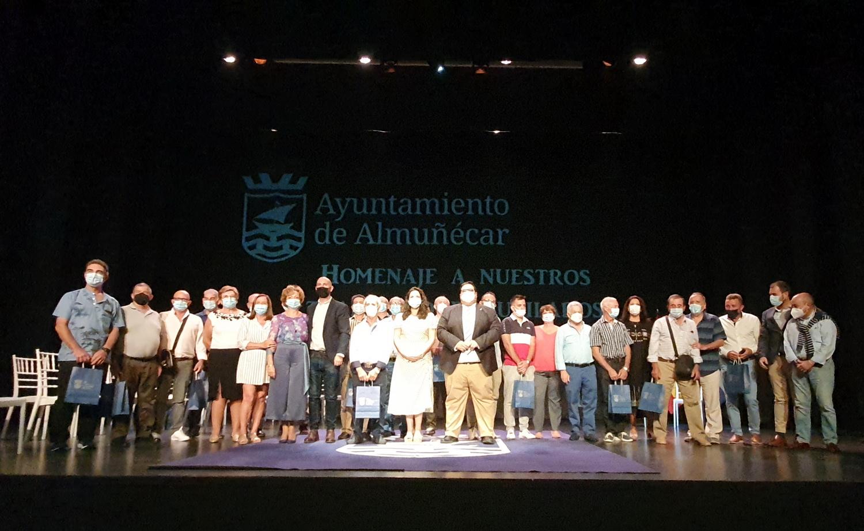 El ayuntamiento de Almuñécar celebra una gala homenaje para los trabajadores municipales jubilados entre 2019 y 2021