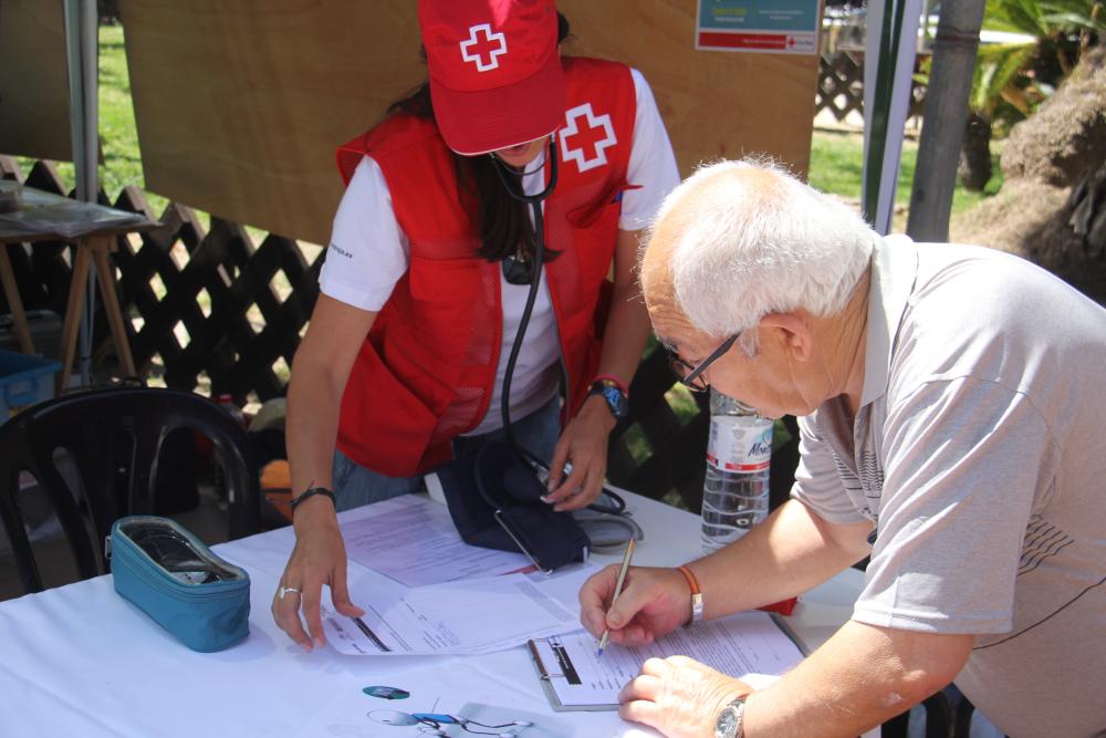 Cruz Roja Juventud tomará este viernes la tensión a los vecinos de Almuñécar