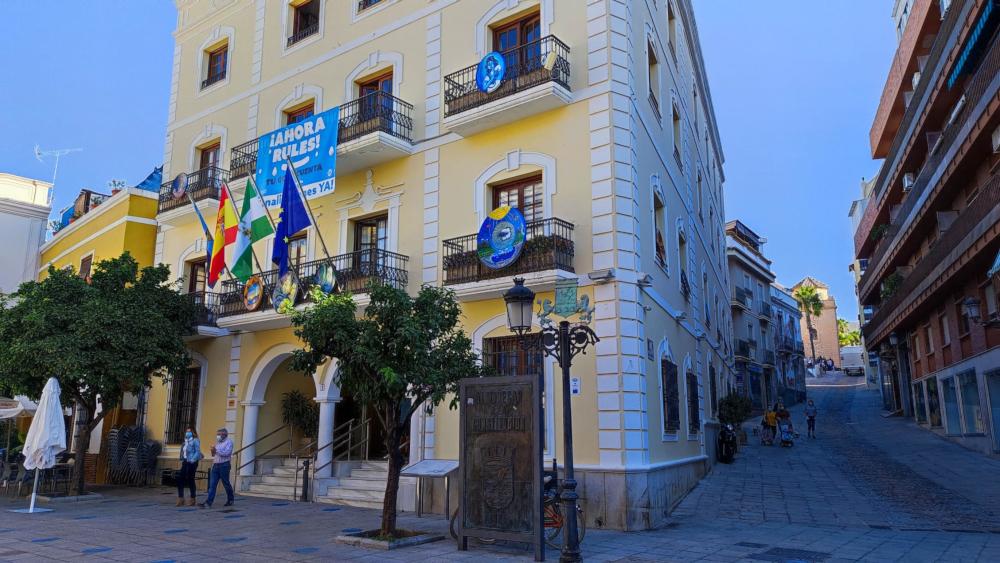 El Ayuntamiento de Almuñécar lanza la oferta pública de empleo 2021 que recoge 14 plazas en distintas áreas municipales