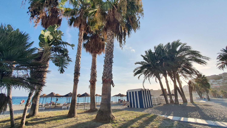 """La Costa Tropical vive un gran """"veroño"""" con la recuperación del turista extranjero."""